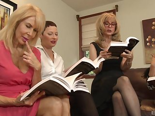 Lesbian orgy here a hotel square footage with Nina Hartley together with her mature associates