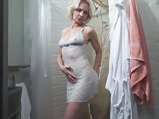 Mature blonde Artemia is toying her aged make away in the shower