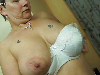 British mature mom relative to big tits and ass