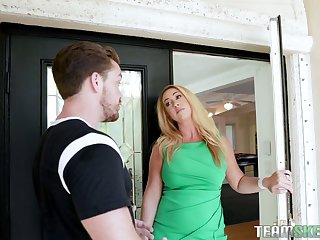 Hot-mad bootyful fair-haired MILF Keilani Kita wanna be treated with cunnilingus