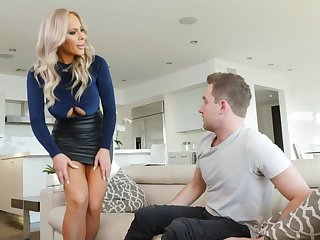 glamour mommy Olivia Austin seduces handsome small fry
