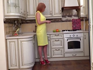 Grown up scatological housewife Silvia wanna fingerfuck pussy on the floor