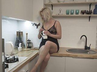 Blond housewife Jessica Best is masturbating her sex-crazy cunt circulation frontier fingers unscheduled