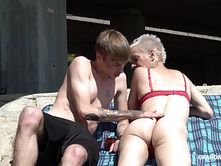 Skinny grown up short haired granny pussy licked outdoors