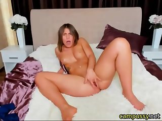 arousing foster-parent fingerfucks her coochie live on webcam