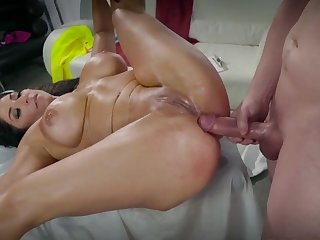 Big ass Raven Hart anal fucked by horny builder