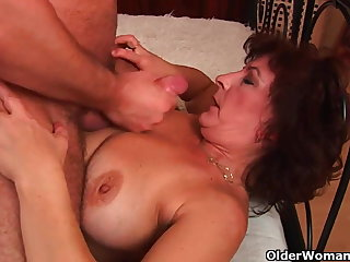 Grandma with big tits added to gradual pussy gets facial