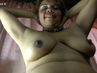 Amateur Latina mature mom with the addition of her hairy pussy