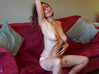 Mature British mom Josie less perishable hungry pussy