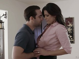 Having exposed boobies India Summer gives quite a existent blowjob
