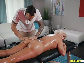 Hot peaches Karissa Shannon enjoys sex on every side their way horny masseur