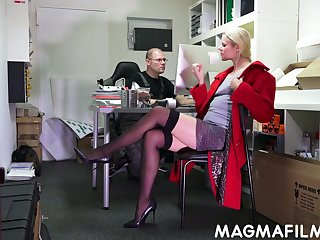 Jig dude fuck slutty blond colleague Claudia Bitch right in the air the office