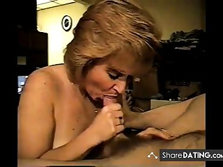Amateur milf loves respecting suck cock and swallow