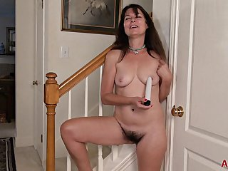 Cougar Sherry Lee With Chunky Natural Tits - Solo