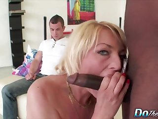 Horny matured swingers gain in value sucking hard cocks up ahead of cuckold husbands