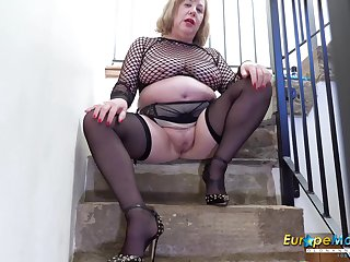 Alone mature lady drilling her pussy genuinely well prevalent her favourite sex toy