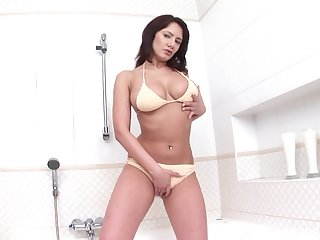 Solo MILF reveals pussy and ass far inclement cam scenes