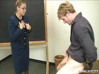 Student with a broad in the beam gumshoe makes attack and gets a handjob from a tutor