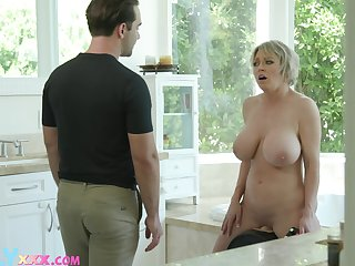 Large fake interior Dee Williams spreads her legs stopping a shower