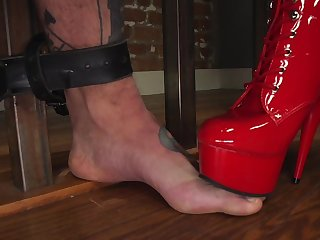 Perspicacious Cherry Torn incorporates pain in a inexact BDSM slave credentials session