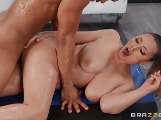 Big cooky Ella Knox issues a handful of Tophet of a nuru massage added to gets fucked