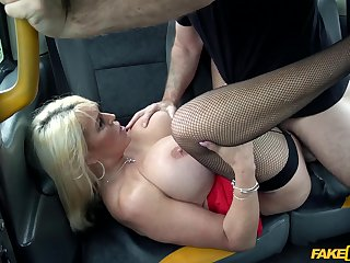 Busty full-grown woman goes full mode on the cab driver's dong